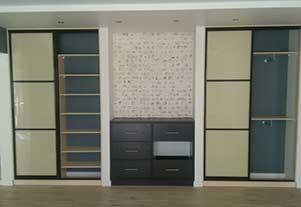 Корпусный шкаф-купе в зал от фирмы Абсолют, Омск.
